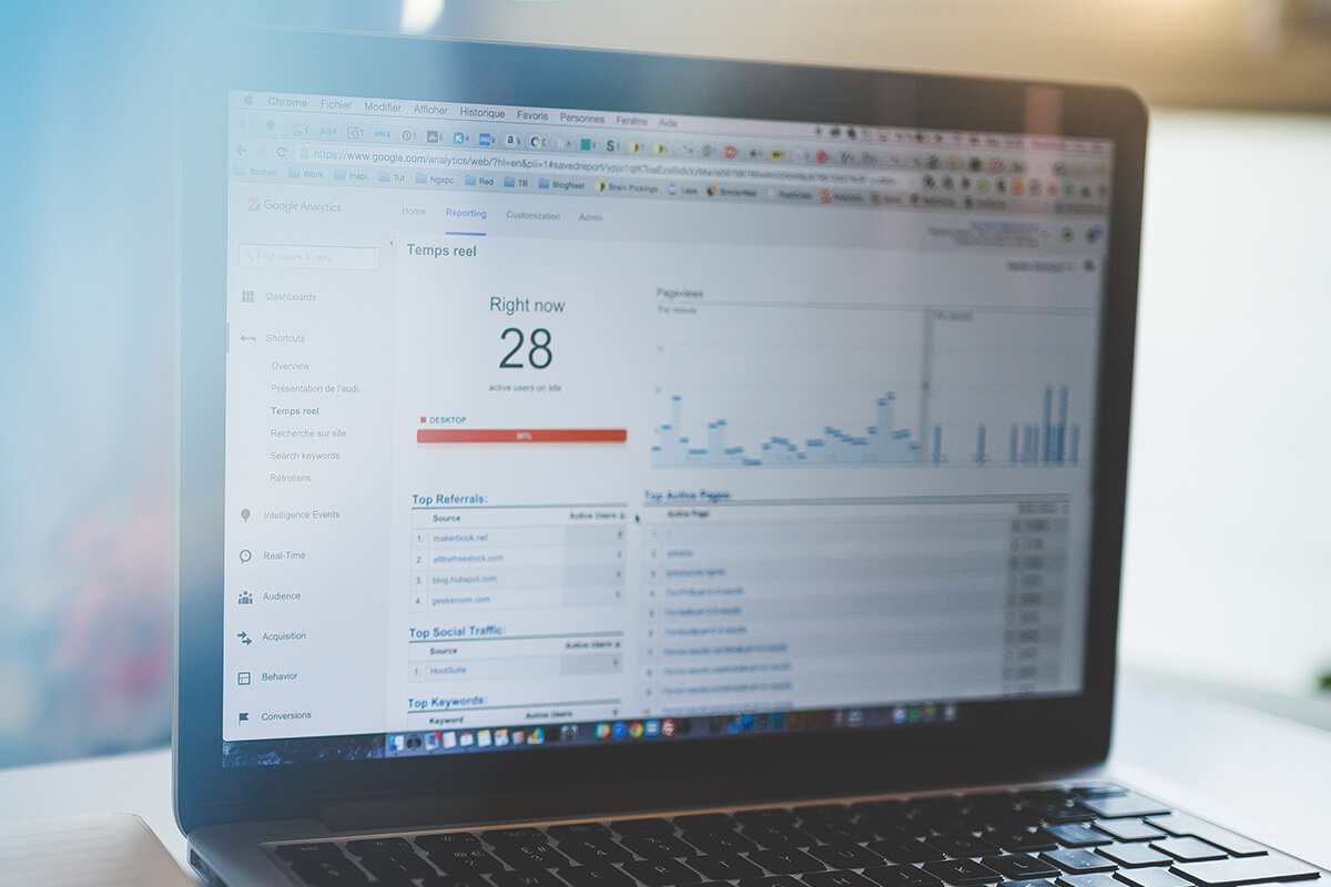 Why is web analytics important for recruitment websites?